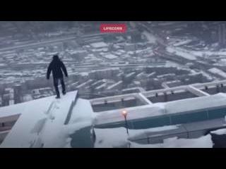 Очевидцы сняли, как студент Плешки выпрыгнул с 86-го этажа Москвы-Сити