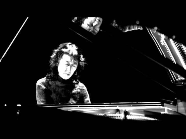 Mozart - Piano Concerto No. 23 in A major, K. 488 (Mitsuko Uchida)