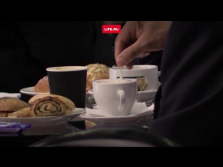 Участники форума пьют кофе с утра до вечера. Самый популярный напиток- капучино.