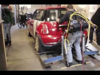 Американцы сделали экзоскелет, позволяющий в одиночку поднять автомобиль