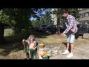 Бабка с яблоками