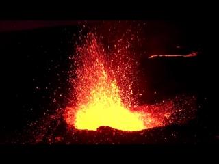Извержение вулкана, снятое с помощью дрона