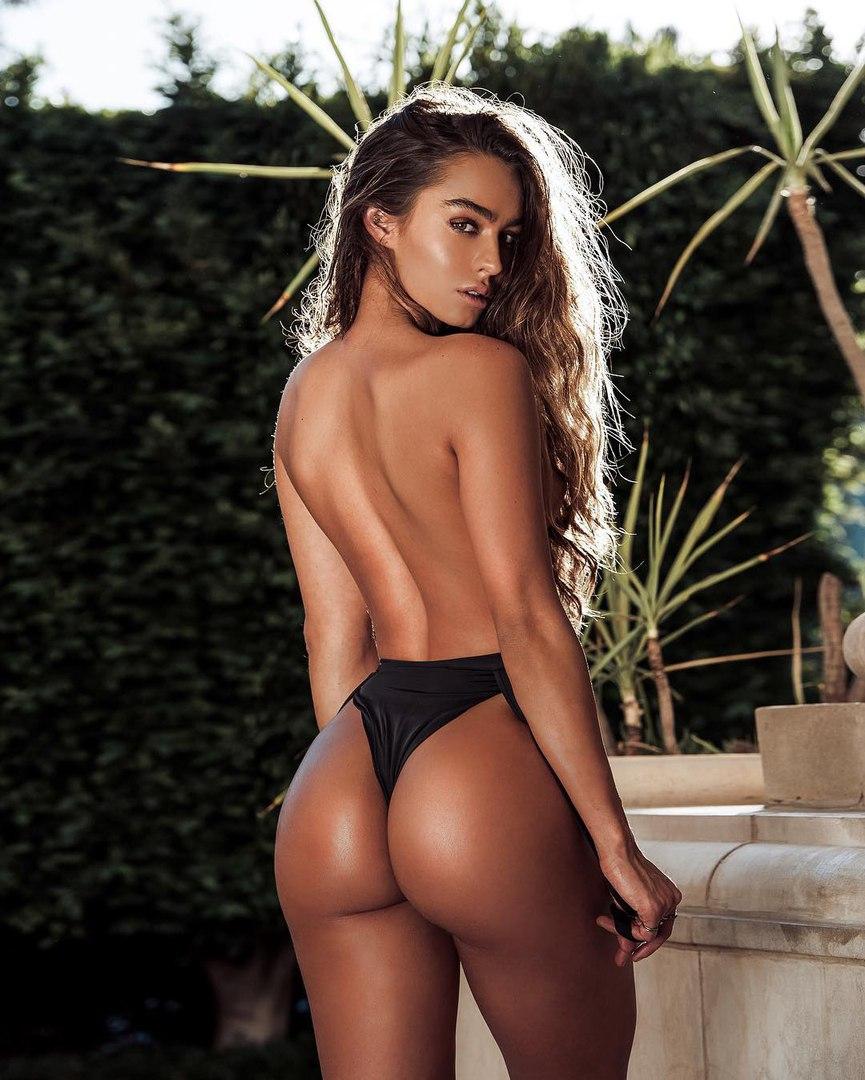 Leah thmpson nude in casul sex