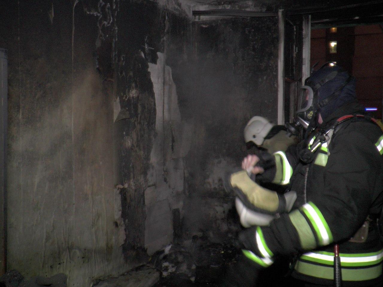 В Кольском районе загорелась дача, в Кандалакше жилой дом