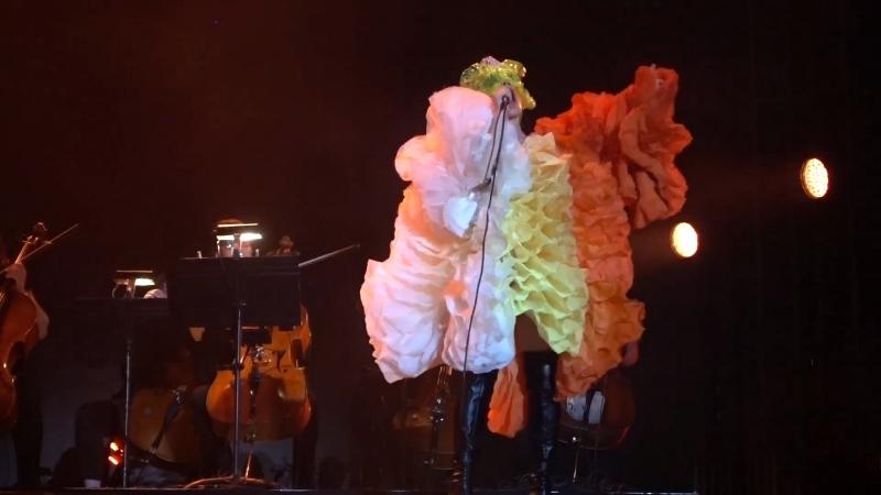 Björk - Unravel - live at FYF Fest 2017 (aud.rec. - POOR sound) - Bjork