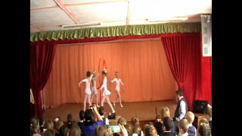 Танцевально-гимнастический коллектив. Начало концерта