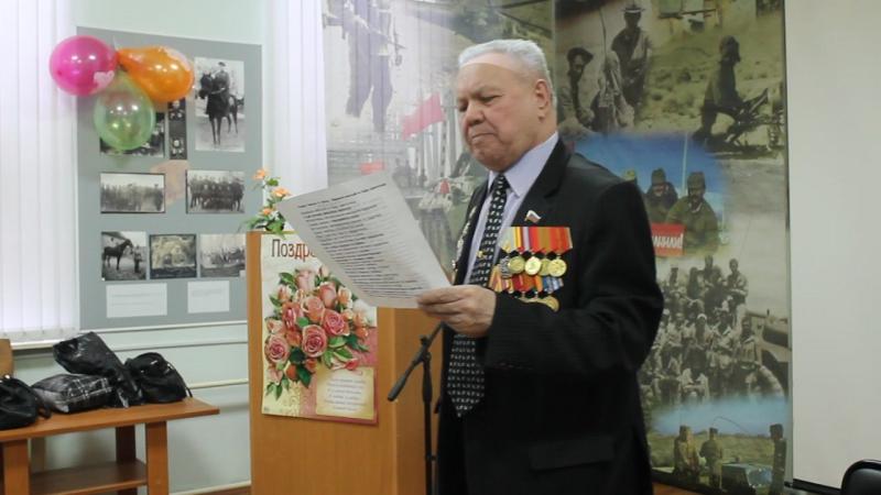 Председатель Совета ветеранов Демского ройона г.Уфы Харламов В.А. на встрече с учащимися