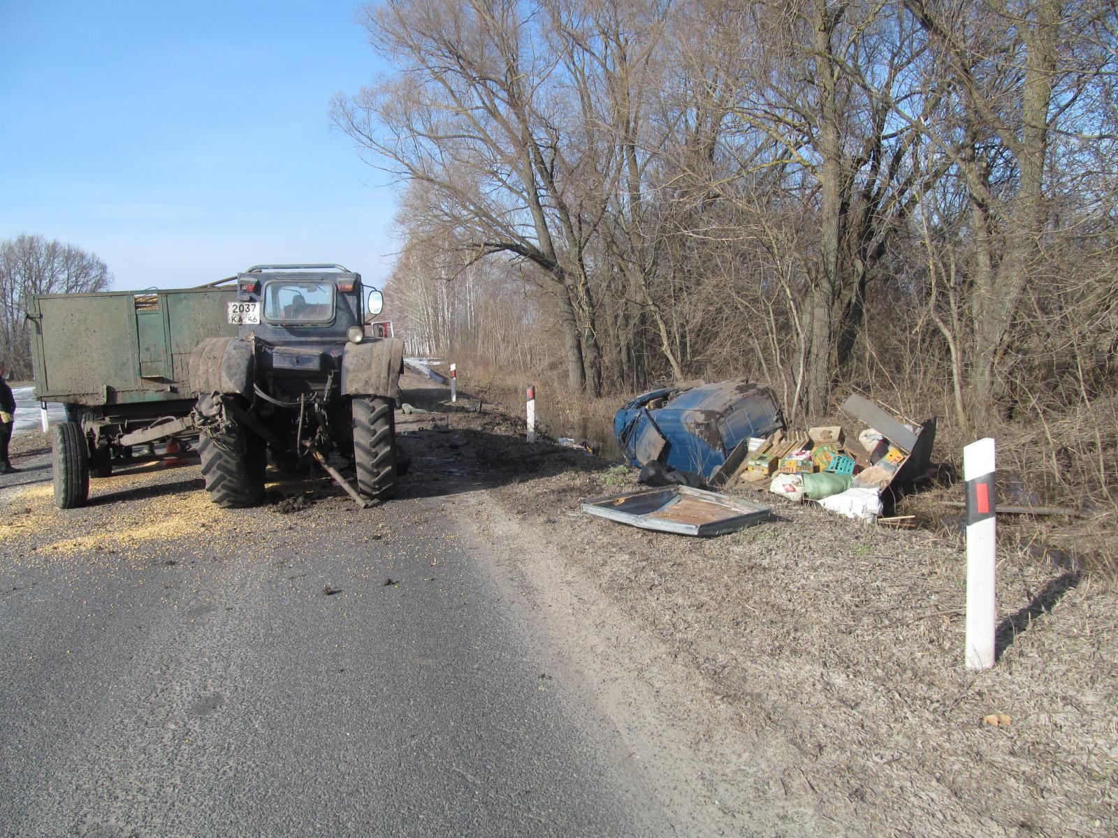 ВКурской области двое человек погибли вДТП после столкновения страктором