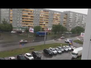 Последствия сильного ливня и града в Омске