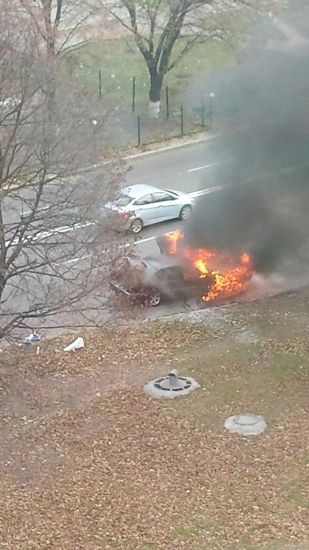 У Харкові просто під час руху загорівся автомобіль - фото 1