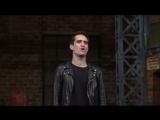 Брендон Ури исполняет Soul of a Man на шоу Kinky Boots