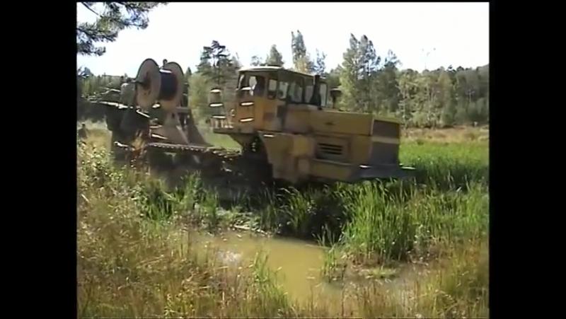 Кабелеукладчик МД 10 на троссу у ЧТЗ через болото