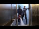Розыгрыш__нападение_маньяка_в_лифтеСМЕШНОЕ_ВИДЕО105
