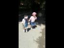 Қарақат сіңлісімен балалар күнінде қыдырып