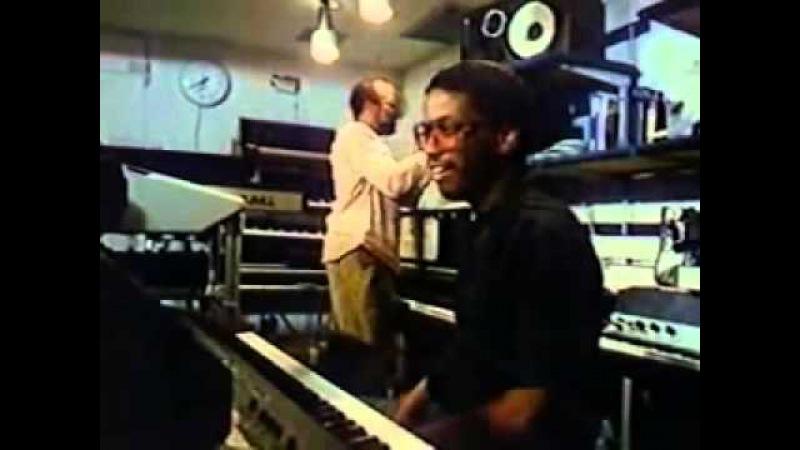 Touchscreen DAW in 1984? (Herbie Hancock Quincy Jones jam with Fairlight CMI)