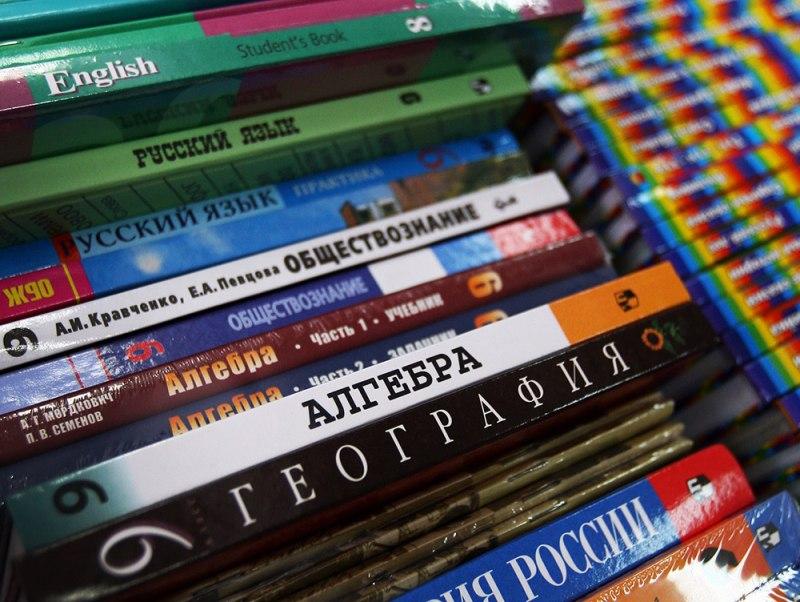Все учащиеся образовательных школ КЧР получат новые учебники