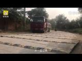 На 1 км больше 600 лежачих полицейских. Китай (VHS Video)