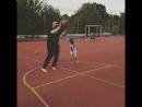 Перехитрил Николь😂😂😂спрятал мяч за спиной и сделал бросок со штрафной линии☝️☝️☝️как же Я хорош в баскетболе