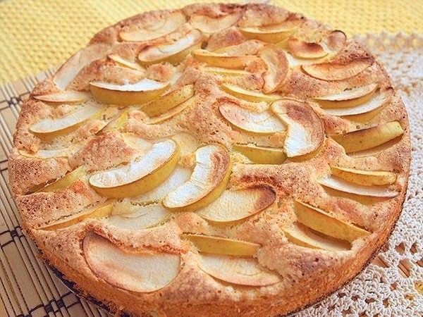 Бисквитный пирог с яблоками Ингредиенты: ● яйца (3 шт.); ●