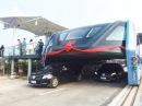 China testa ônibus que passa por cima de carros e transporta 300 pessoas - 03/08/2016