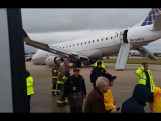 Plane Forced to Make Emergency Landing after Nose Gear Collapses in San Antonio [VIDEO].