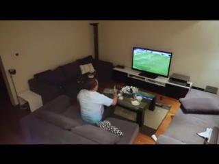 Www.izlevideo.net-milli maçı izlerken deliren koca sinirden televizyon kırdı komik 2016 büyük şaka