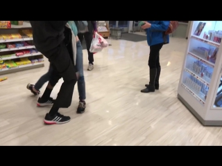 LADY GOES CRAZY AFTER SHE SHOPLIFTS....