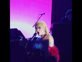 Lady Gaga - Poker Face (Live @ Dolby Theatre, Лос-Анджелес; 1 июля 2017)