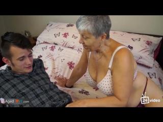 Порно впервый раз с бабушкой фото 13-662