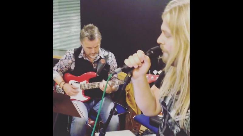Eythor Ingi and Gulli Briem (Instagram video)