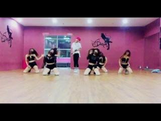 HYUNA(현아) - '잘나가서 그래 (Feat. 정일훈 Of BTOB)' (Roll Deep) Dance cover By The Shadow Vn