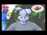 Супергерой Дисней Заяц из мультфильма Зверополис ловит рыбку НЕМО