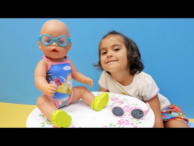 Bebek giydirme oyunu 🏖️👙👛 Plaja hazırlanıyoruz! Meryem oyuncak bebek kıyafetleri alışverişinde