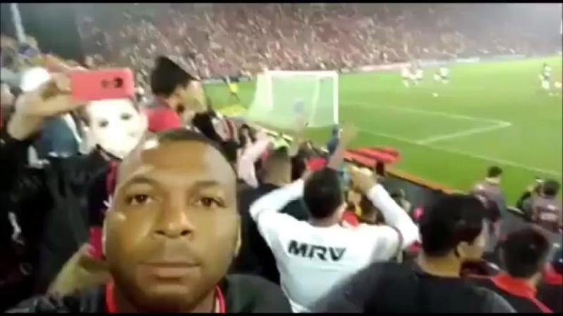 Diego perde o pênalti e choca a Fla-selfie