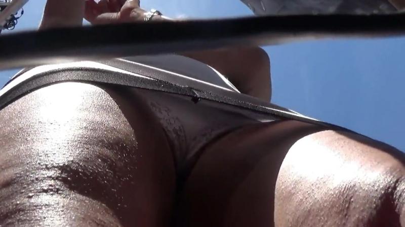 подглядывающие под мини юбки