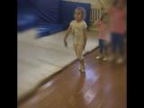 Летние тренировки акробатов и гимнасток на батуте
