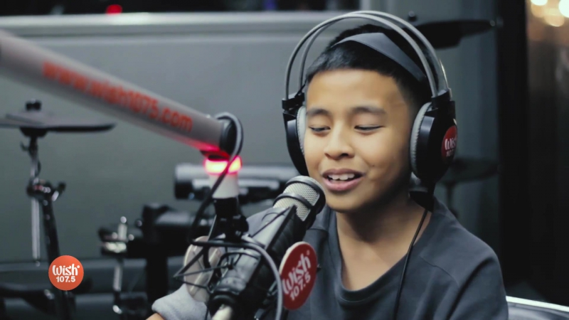 Sam Shoaf - Thats What I Like (Bruno Mars Cover) LIVE on Wish 107.5 Bus
