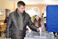 04 марта 2012 - Сергей Андреев голосует на выборах мэра Тольятти