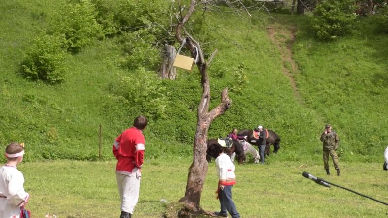 Не тянуть, а толкать! Падение дерева с ларцом - кульминационный спецэффект Троицкого спектакля:)