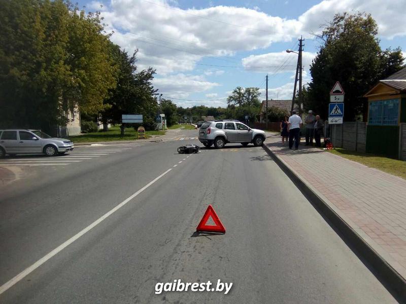 Кто на главной: в Березе водитель автомобиля не уступила дорогу мопеду