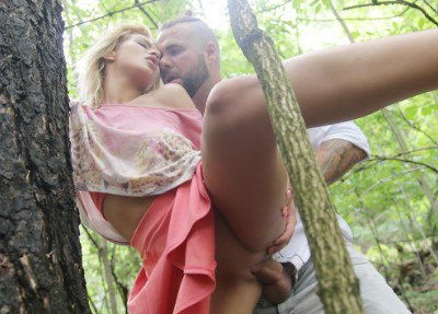 Secret outdoor fuck