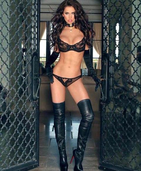 Caged lustful oriental shows her oral skills