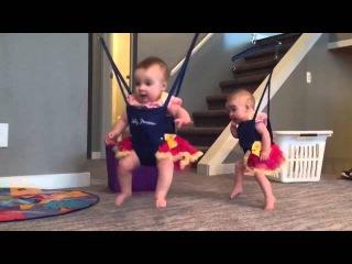 Первые танцы близнецов