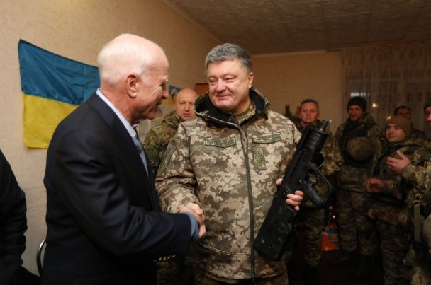 Порошенко и Маккейн заставили украинскую армию нарушить перемирие