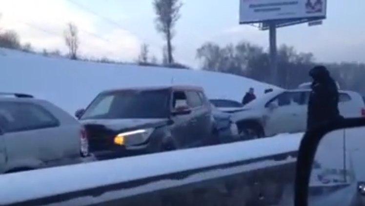 На МКАД десятки машин попали в ДТП