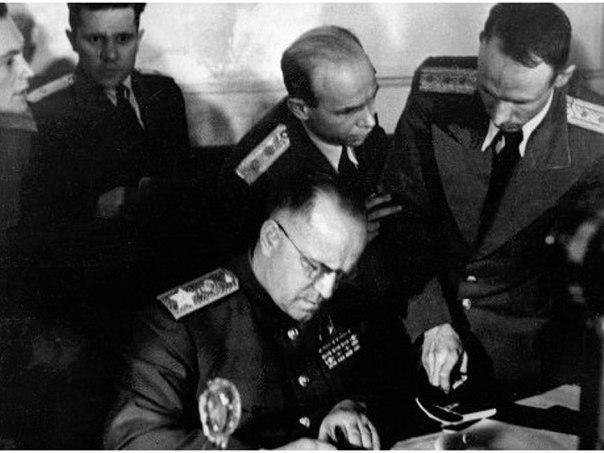 Украсть Победу: Почему французы и немцы освободителями называют американцев