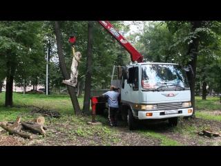 3 августа 2017 года сквер Володарского,вывоз скульптуры поднятой из земли в музей