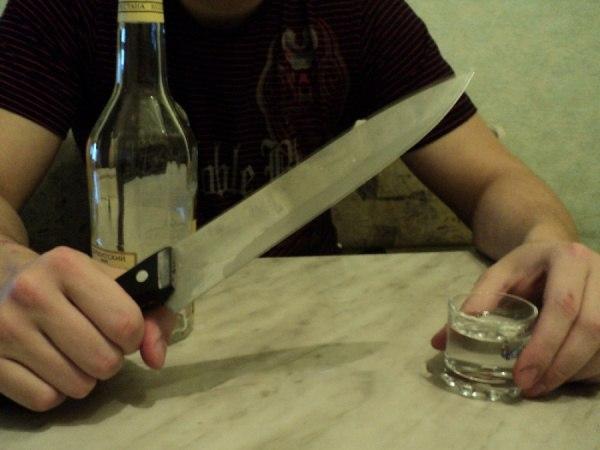 Под Таганрогом тесть порезал ножом зятя, с которым выпивал