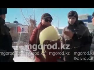 В Атырау полицейские устроили облаву на нелегальных таксистов