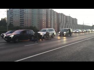 Cпецназ защитил велосипедиста от агрессивных водителей